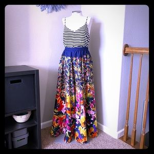 🆕 listing! Floral maxi skirt